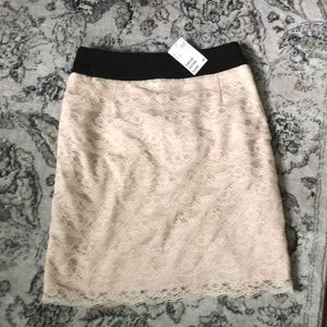 NWT! H&M tiered lace pencil skirt!